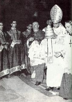 Paul VI giving papal tiara to the UN